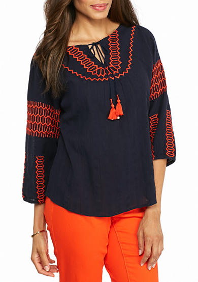 crown & ivy™ Embroidered Peasant Top