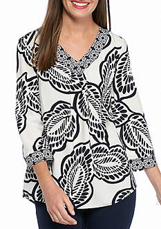 crown & ivy™ Petite Size Leaf Print Peasant Top