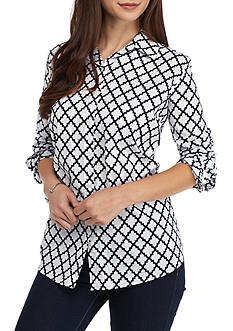 crown & ivy™ Petite Geometric Print Top