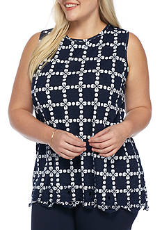 Crown & Ivy™ Plus Size Keyhole With Button Tank