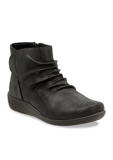 Clarks Of England CloudSteppers Sillian Chell Booties