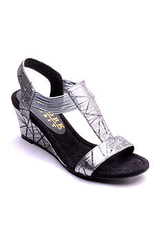 New York Transit Guess Right Wedge Sandal