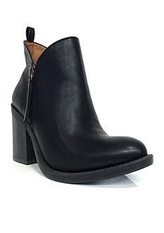 Groove Footwear Kat Bootie
