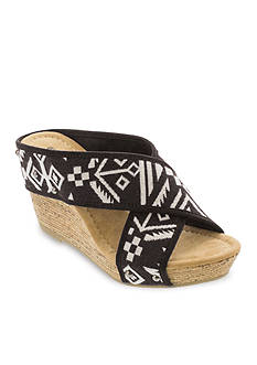 Minnetonka Lainey Wedge