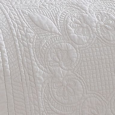 Holiday Entertaining: Bedding: Ivory American Traditions™ FRENCH TILE QUILT
