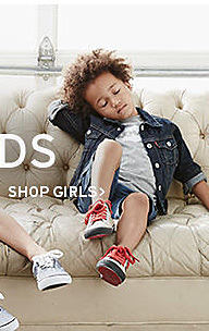 girl in Levi's clothing shop girls