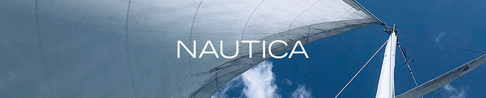 The sky and top of a sail. Nautica.