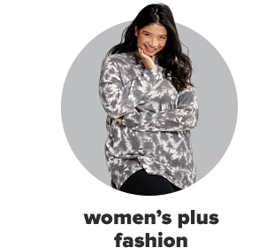 A woman wearing black pants and a tie-dye shirt in white and gray. Women's plus fashion.