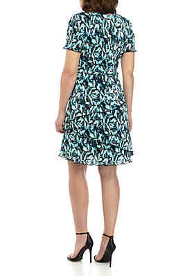 9b8ec51cb ... Connected Apparel V Neck Fit and Flare Leaf Print Dress