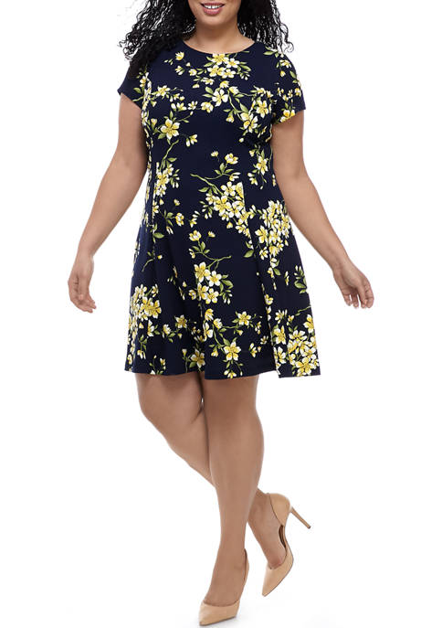 Plus Size Short Sleeve Floral Textured Knit Fit and Flare Dress