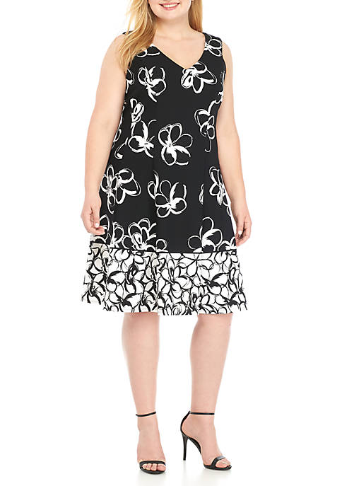 Sandra Darren Plus Size Sleeveless V-Neck Floral Dress