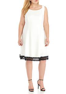 Plus Size Sleeveless Solid Lace Trim Hem Dress