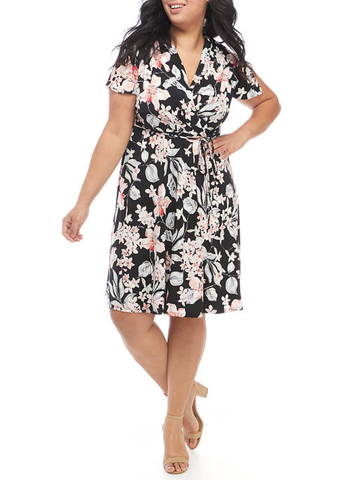 Sandra Darren Plus Size Short Sleeve Floral Knit
