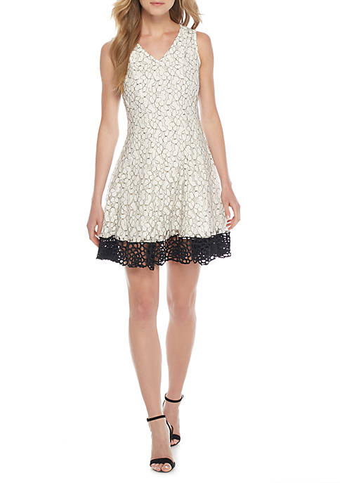 Donna Ricco New York Sleeveless V-Neck Lace Dress