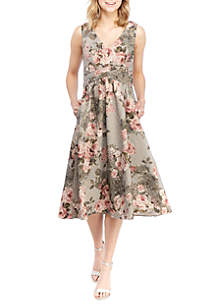 Adrianna Papell Sleeveless V Neck Embroidered Short Dress