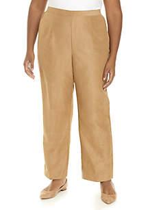 Plus Size News Flash Short Pants