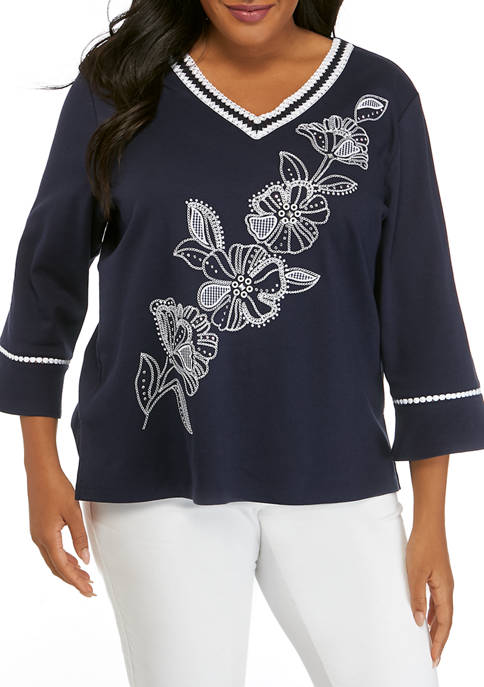 Plus Size 3/4 Sleeve Diagonal Embroidered Top