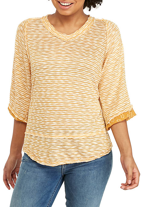 Eyeshadow 3/4 Sleeve V-Neck Mix Media Top