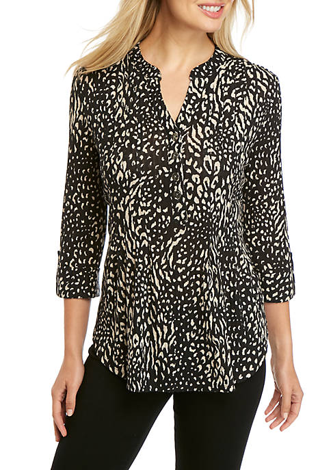 Womens 3/4 Sleeve Hacci Knit Animal Henley Top
