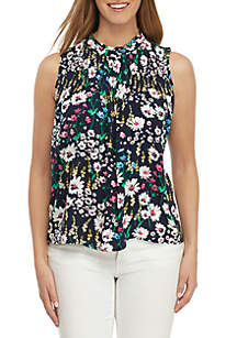 Crown & Ivy™ Sleeveless Smocked Neck Print Top