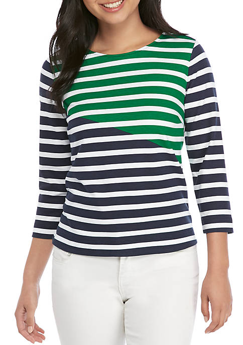 Crown & Ivy™ Petite Dolphin Hem Top