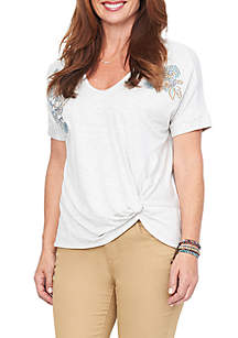 Short Sleeve Embroidered V-Neck Tee with Side Knit