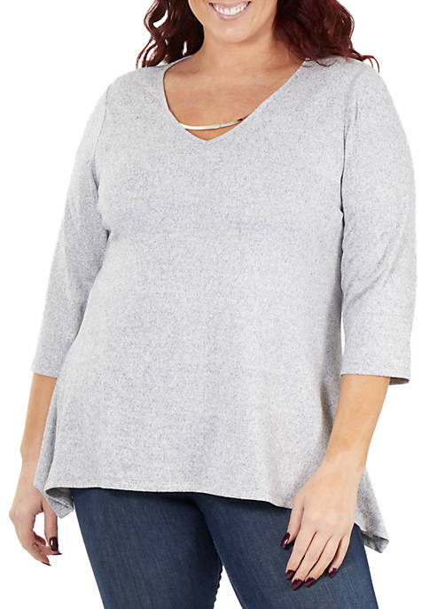 Plus Size 3/4 Sleeve V Neck Top with Sharkbite Hem
