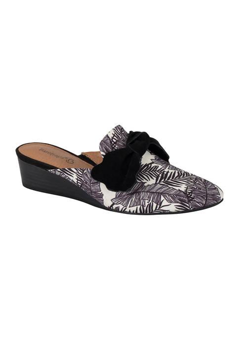BareTraps Lakelin Sandals
