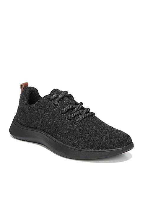 Free Step Sneaker