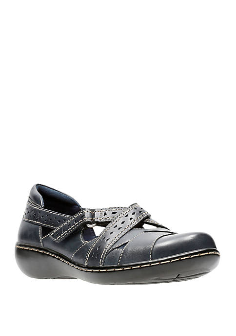 Clarks Ashland Spin Q Low Wedge Shoes