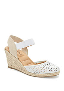 me Too Bess Perforated Closed Toe Wedge Espadrille Sandals