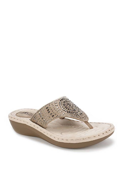 Cliffs by White Mountain Cienna Cut Out Sandals