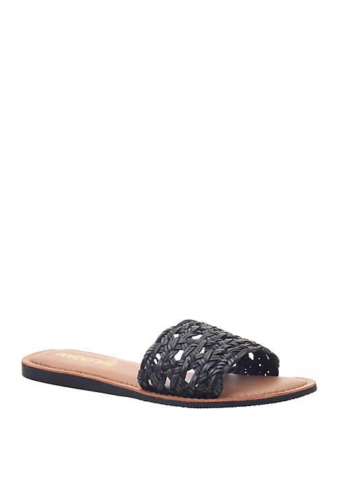 MADELINE GIRL Hue Flat Sandal