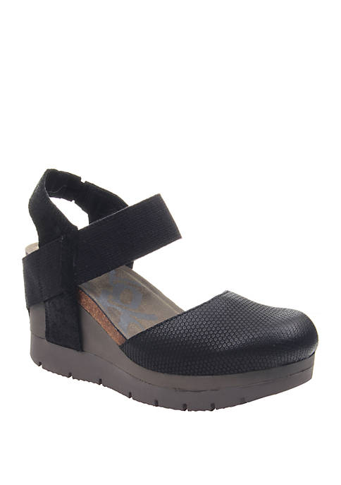 Carry On Closed Toe Platform Wedge Sandals