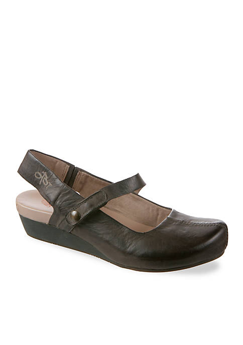 Springfield Wedge Sandals