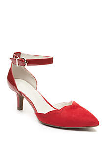 Findaway Pointed Toe Pump