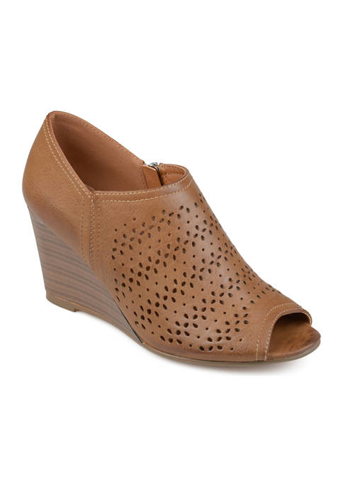 Journee Collection Britny Wedges