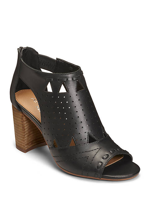 AEROSOLES® High Brow Cutout Shooties