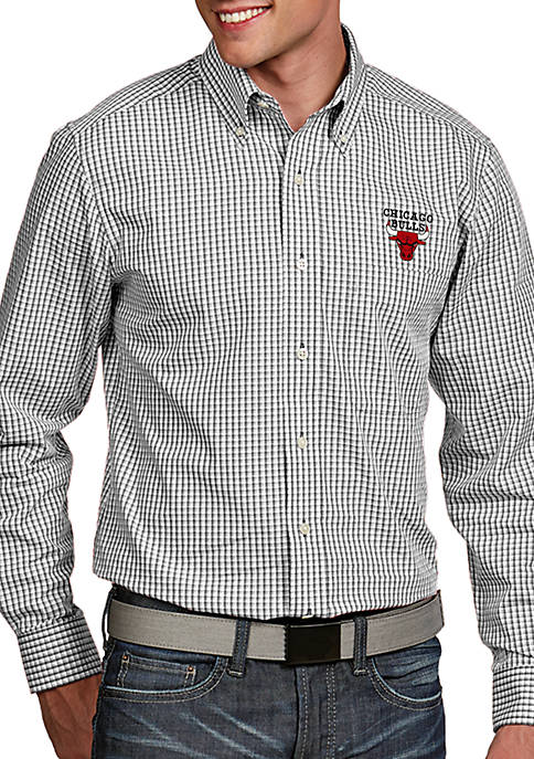 Antigua® Chicago Bulls Mens Associate Long Sleeve Woven