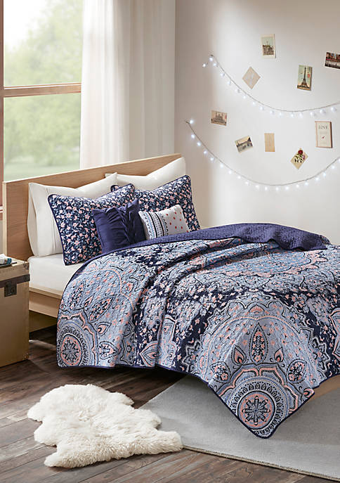 Intelligent Design Odette Coverlet Set