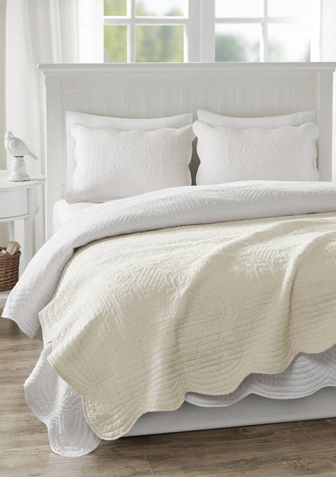 Tuscany Oversized Quilted Throw with Scalloped Edges