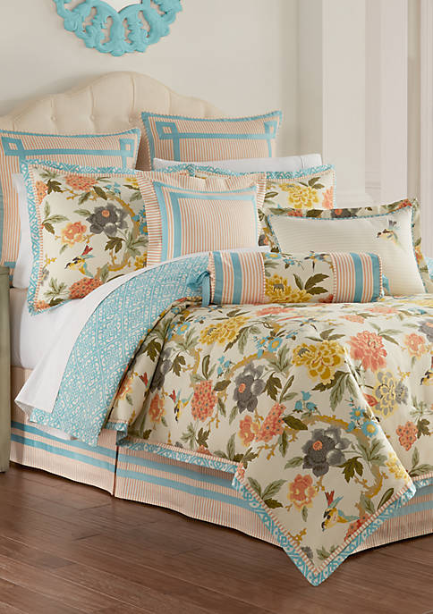Candid Moment Comforter Set