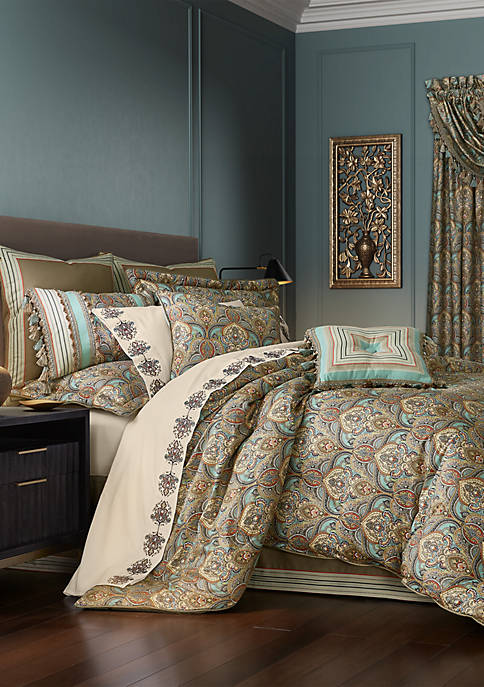 J Queen New York Victoria 4 Piece Comforter