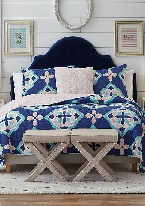 Crown & Ivy™ Dixie Quilt