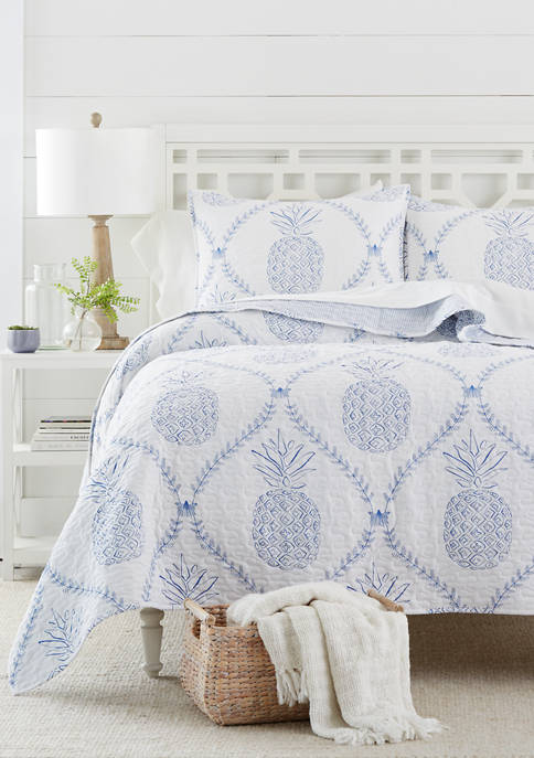 Crown & Ivy™ Pineapple Isle Quilt