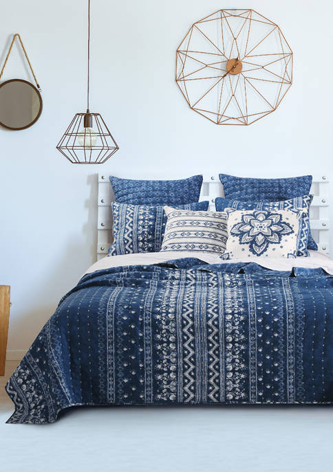 Barefoot Bungalow Embry Quilt and Pillow Sham Set
