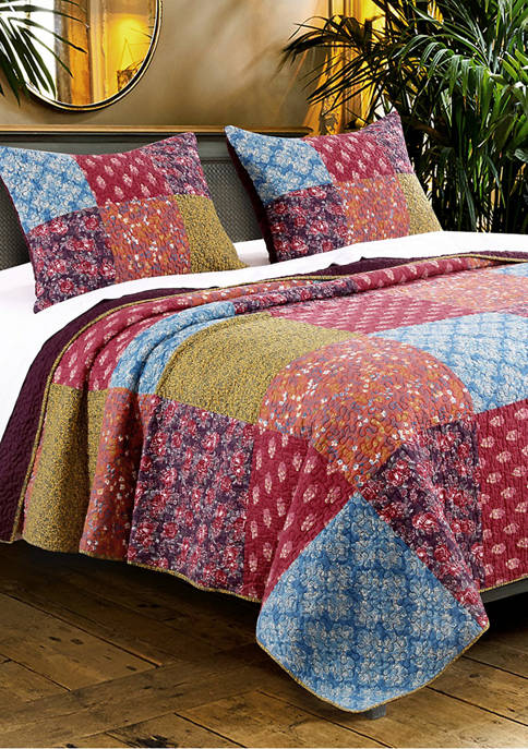 Barefoot Bungalow Normandy Quilt and Pillow Sham Set